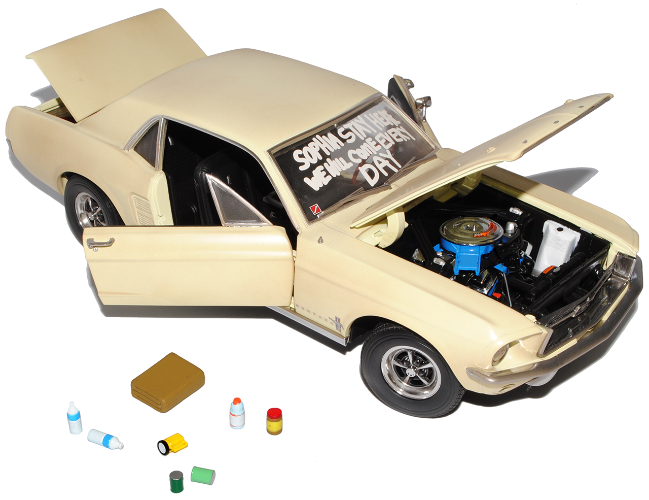 Ford Mustang Coupe Beige The Walking Dead 1967 1//18 Greenlight Modell Auto mit..