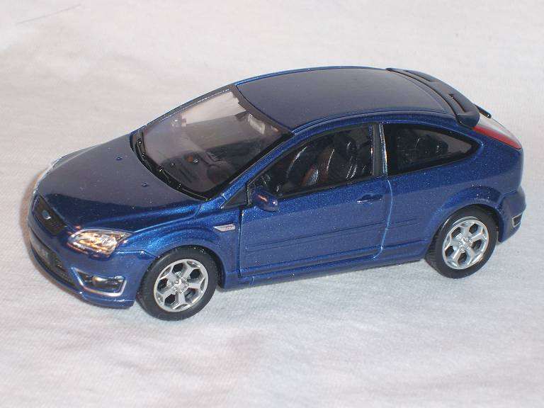 ford focus st blau 3 t rer 2009 ca 1 43 welly modellauto. Black Bedroom Furniture Sets. Home Design Ideas