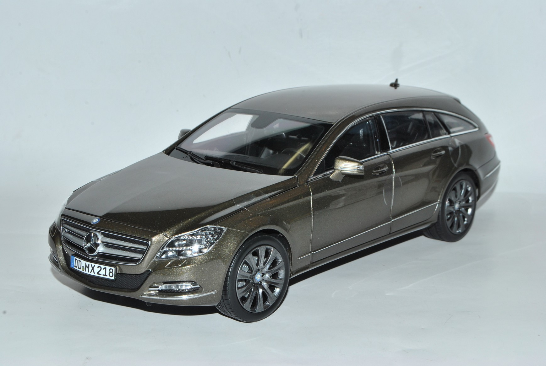 Mercedes-Benz CLS 500 Shooting Brake Brake Brake Indium Gris x218 Coupe Combi à partir de 2011 1/18... | Vendre Prix  8b3c15